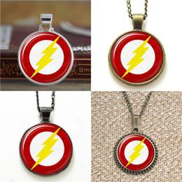 2020 gemelli lampeggianti 10pcs The Flash Logo Pendant Necklace portachiavi segnalibro gemello braccialetto orecchino sconti gemelli lampeggianti