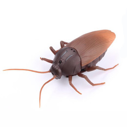 Wholesale Spiders Toys - RC Ants Cockroaches Spiders Remote Control Mock Fake RC Toy Animal Xmas Trick Terrifying Toy 1.5V (AG13)Battery