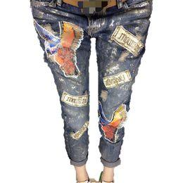 Al por mayor-Denim Jeans Women Casual Fashion Patchwork Patrón rasgado Agujero Carta Pantalones Pantalones vaqueros de gran tamaño de las mujeres desde fabricantes