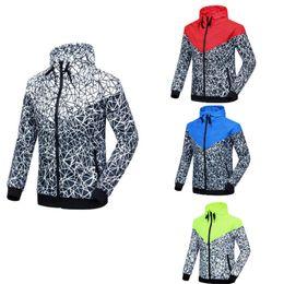 Spring fall jackets men s online-La nuova giacca sportiva degli uomini della giacca sportiva di nuova primavera e di caduta di vendita calda degli uomini casuali della chiusura lampo della giacca a vento di modo libera il trasporto