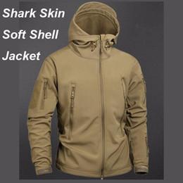 2019 pieles ropa Chaqueta de piel táctica del tiburón del camuflaje Impermeable Chaqueta de chubasquero Ropa Ejército TAD Chaqueta de los hombres Softe Shell abrigos y chaquetas pieles ropa baratos