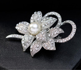 Wholesale bridal brooches wholesale - Luxury Big Silver Tone Pearl Crystal Flower Brooches Pin Full Rhinestone Pins Wedding Bridal Brooch Party Costume Corsage