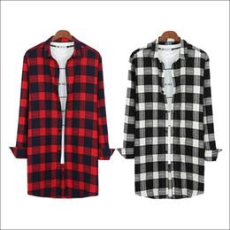 Weiß über hemd online-Rot, weiß und schwarz koreanische Urban Streetwear Hip Hop Flanell kariertes Hemd Männer erweiterte Shirt Extra lange Shirt Men Overs