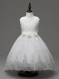 robes de baptême en soie Promotion Robes de filles enfants robe de bal princesse robe de soirée de mariage pour filles vêtements avec papillon perle