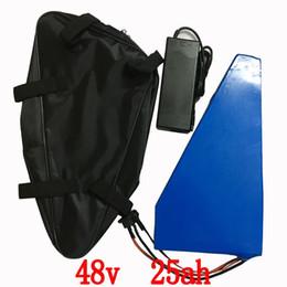 Мешок батареи электрический велосипед онлайн-1400 Вт электрический велосипед батарея 48V 25AH треугольник литиевая батарея с бесплатная сумка ПВХ чехол 30А БМС 54.6 В 2A зарядное устройство