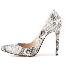 2017 весна новый искусственная кожа женщин на высоких каблуках насосы свадебные новинка полые указал мелкий рот высокие каблуки одной обуви Гладиатор pupms от