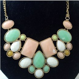 Wholesale Exaggerated Chunky Bib Necklace - Women Fashion Jewelry Exaggerated Geometric Polygon Statement Acrylic Necklace Temperament Short Chunky Bib Chain Choker Necklace Pendant