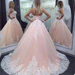 2017 quinceañera vestidos de bola cariño rosa blanco apliques de encaje largo dulce 16 más tamaño fiesta de baile vestidos de noche desde fabricantes