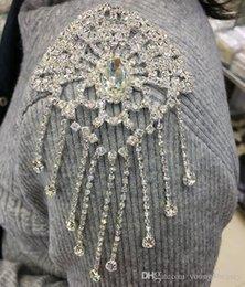 2pcs / lot applique en cristal blanc brillant avec des glands de pierre pour la robe de mariée de mariage décoration vêtement costume embellissements. ? partir de fabricateur