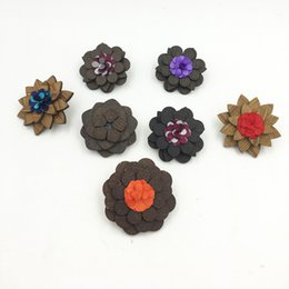 Wholesale Wedding Corsage Man - Wood Flower Lapel Pin Wooden Lapel Brooches Pin Women Men Wedding Party Suit Dress Decoration Boutonniere Corsage