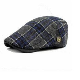 boina cap men Coupons - Wholesale-2016 Winter Outdoor Warm Hats for Women and Men New Plaid Flat Caps Berets Boina Unisex Chapeu Feminino 2 Color HT51040+30