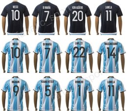 2017 Argentina Jerseys Uniformes de Fútbol 17 18 Blanco Blanco 10 MESSI  Camiseta de Fútbol Argentina 7 DI MARIA 11 AGUERO 20 KUN AGUERO 22 LAVEZZI  en venta 38aa97f421153