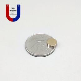 Imanes de 8mm online-200pcs 8 mm x 2 mm imán super fuerte, imanes D8x2mm imán 8x2 8 * 2, imán permanente D8 * 2 imán de 8x2 mm de tierras raras 8 mm x 2 mm