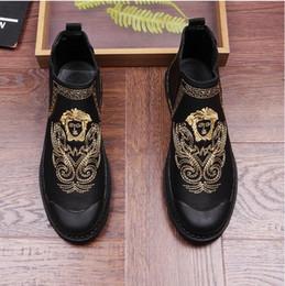 8df435b68 Novo estilo moda Europeia Martin botas de maré alta masculino looping lazer  restaurar antigas formas de ajuda sapatos bordados sapatos Z256
