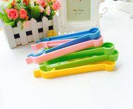 Hersteller verkaufen direkt vor Ort, multifunktionale Baby-Slip-Flasche, Klemme, Sicherheitsflasche, Zange, Flaschenzuführer, 18cm von Fabrikanten