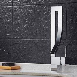 2018 Atacado New Creative conceito moda Copper Swivel Square Style Sink Mixer / cachoeira Deck mount torneira Com Um Handel Cachoeira Tap de Fornecedores de torneiras de estilo cachoeira