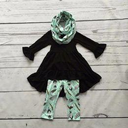 Al por mayor- OTOÑO / bufanda de invierno conjunto de los niños del juego de las muchachas de menta negro impresión de plumas 100% algodón 3 piezas mangas largas pantalones ropa boutique desde fabricantes