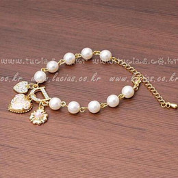 Wholesale Lovely Sweet Heart - 2016 New Sweet And Lovely Imitation Pearl Beads Fashion Crystal Bracelet Heart Flowers Letter D Hang Bracelets And Anklets Femal