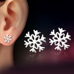 Wholesale Favorite Earrings - Silver Plated Women Favorite Snowflake Ear Stud Earrings Classic Christmas Love Gift EAR-0619