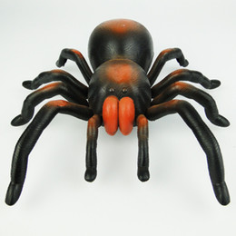 Wholesale Gadget Boy - Wholesale-New Practical Jokes Plastic Bionic Animals Remote Control Horror Giant Spider Toys For Boys Prank Funny Gadgets