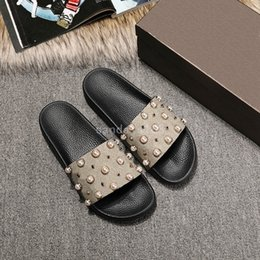 Wholesale Bead Room - Summer slippers men and women word drag anti-skid beach sandals flat slippers fashion beads shoes outside