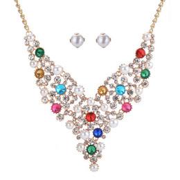 2019 conjunto de joyas de perlas austriacas Pendientes de collar de cristal austriaco colorido elegante de las mujeres Set Exquisito conjunto de joyería de perlas de imitación para vestido de novia bijoux conjunto de joyas de perlas austriacas baratos