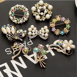 Wholesale Sweater Brooches Korean - Korean fashion crystal brooch Pins Women sweater cardigan corsage Accessories badge Shawl buckle Fashion small gift