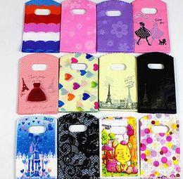 Yeni 200 adet / grup 12 Renkler 15X9 cm Kalp ve Kızlar Desenler Plastik Takı Hediye Çantası Takı Torbalar Çanta Ücretsiz Kargo nereden
