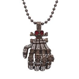 rosario di cristallo bianco Sconti Pistola nera fredda grande dimensione scheletro mani pendente collana di cristallo bianco rosso strass vintage lungo rosario tallone collane uomini gioielli teschio
