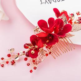 Accesorios de oro para el baile online-beijia Hecho a mano Flor Roja Peine del pelo de Boda Prom Accesorios Para el Cabello Hoja de Oro Peinetas de Novia Headwear Joyería de Las Mujeres
