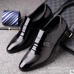 Wholesale Carved Wedge Shoes - men dress shoes wedding business vintage Carved Designer black italian fashion genuine leather shoes men footwear