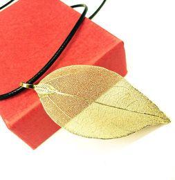 Couro de folha on-line-Natural Deixa Jóias Moda Feminina Banhado A Ouro Corda De Couro Preto Natureza Folha Pingente de Colar com Caixa de Presente para Homens Por Atacado