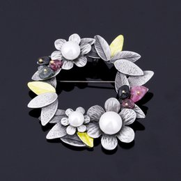 Wholesale Moon Scarf - Simulated Pearl Flower Brooches For Women Vintage Bauhinia Brooch Pins Nature Stone Scarves Buckle Pendants XZ40