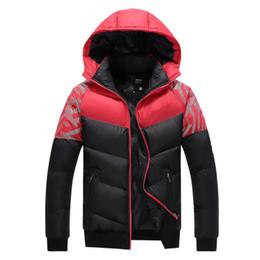 e56ff3a2777 Мужчины Зимняя куртка Мода Толстые теплые мужские пальто с капюшоном Хлопок  Мужчины Повседневный Parka Мужской молния Outwear Plus размер 3XL