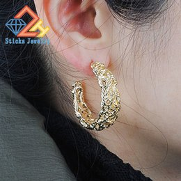 Wholesale Twisted Gold Plated Hoop Earrings - Hoop Earrings Retro Palace Elegant and Generous Temperament Alloy Twisted Style C-shaped Earrings Free Shipping