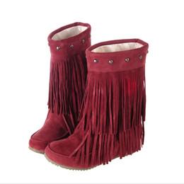 Al por mayor- Plus Tamaño grande 34-43 Mujeres Botas de nieve Moda 3 capas Fringe Borla de los remaches Zapatos de piel de invierno Primavera Otoño Media Rodilla Botas altas desde fabricantes