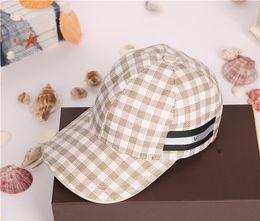 En gros 2017 haute qualité toile mode treillis motif designer extérieur voyage chapeau de soleil européen et marque américaine casquettes de baseball avec boîte ? partir de fabricateur