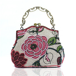Wholesale Nude Chinese Women - Wholesale- New Arrival Famous Chinese National Style Messenger Bag Women Embroidery Flower Evening Bag Make-Up Date Dinner handbag WY76