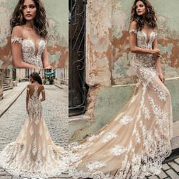 Vestidos de casamento brancos modestos on-line-Julie Vino Champagne Branco Sereia Vestidos De Casamento Modest Fora Do Ombro Catedral Fluindo Trem Fishtail Vestidos De Casamento Ao Ar Livre