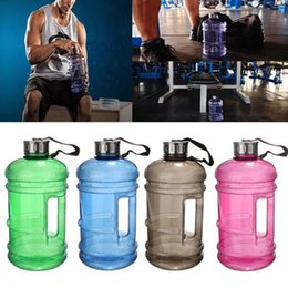 Обучение водным бутылкам онлайн-Wholesale- 2.2L Large Capacity Water Bottles Outdoor Sports Gym Half Gallon Fitness Training Camping Running Workout Water Bottle Space Cup