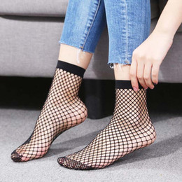 Calcetines de encaje para damas online-Las mujeres al por mayor transpirable Ruffle Mesh Socks 10 Pares ahuecan hacia fuera punky Sexy Lace Tobillo Fishnet calcetines cortos para la señora envío gratis