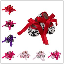Wholesale Baby Girl Camo - Baby girls ribbon bowknot lace-up shoes floral camo printing toddlers first walkers for 0-2T anti-slip cute toddlers baptism shoes