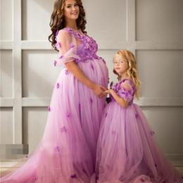 ligne de robe mère enfant Promotion Pourpre romantique une ligne robes de soirée en tulle à encolure dégagée manches courtes fleurs 3D perles robe de soirée mère et enfant robes de soirée enceintes
