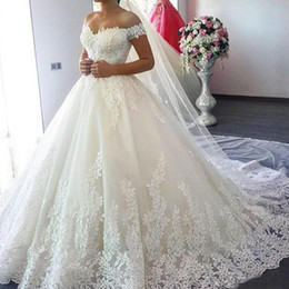 2019 tüll geschichtetes modernes hochzeitskleid Luxus Vintage Spitze Applique Kathedrale Zug A Line Brautkleider Dubai Arabisch Schulterfrei Prinzessin Modest Brautkleid Nach Maß