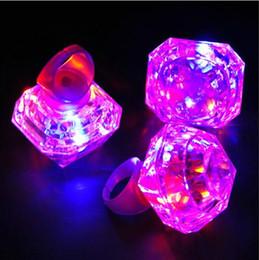 Grande anello di diamanti luminosi Anelli a LED che emettono prodotti LED lampeggiante Anello Party Disco Finger Lights Halloween Christmas Festival Light da