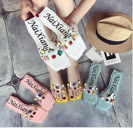 Wholesale Beach Retail - (Wholesale   retail) summer new fashion Korean flat sandals slippers female thick transparent crystal rivets beach shoes