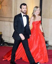 Oscar prêmios vestidos on-line-Academy Awards 85 Oscar Jennifer Aniston Red Tafetá A linha de trem Tribunal Backless Celebrity Dresses Evening Prom Vestidos