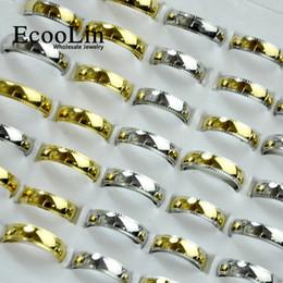 2019 gold ringe gemischte design Ecoolin schmuck 3 farben gemischt neue design gold edelstahl ringe für frauen männer schmuck großhandel bules ring viele nie verblassen lb4014 rabatt gold ringe gemischte design