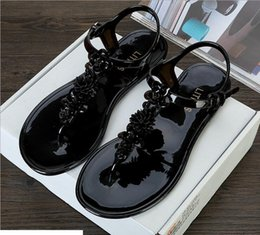 Wholesale united plastic - Handmade flowers toe plastic sandals summer flat foot clip feet deduction anti-skid holiday beach slippers Europe and the United States