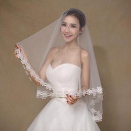 Produtos químicos de estoque on-line-2019 novo véu para o vestido de noiva vestido de noiva química borda do laço branco marfim tule uma camada sem pente barato em estoque